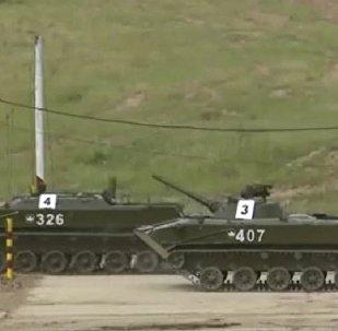 网络上出现美国军校学生乘坐苏联T-64坦克的视频