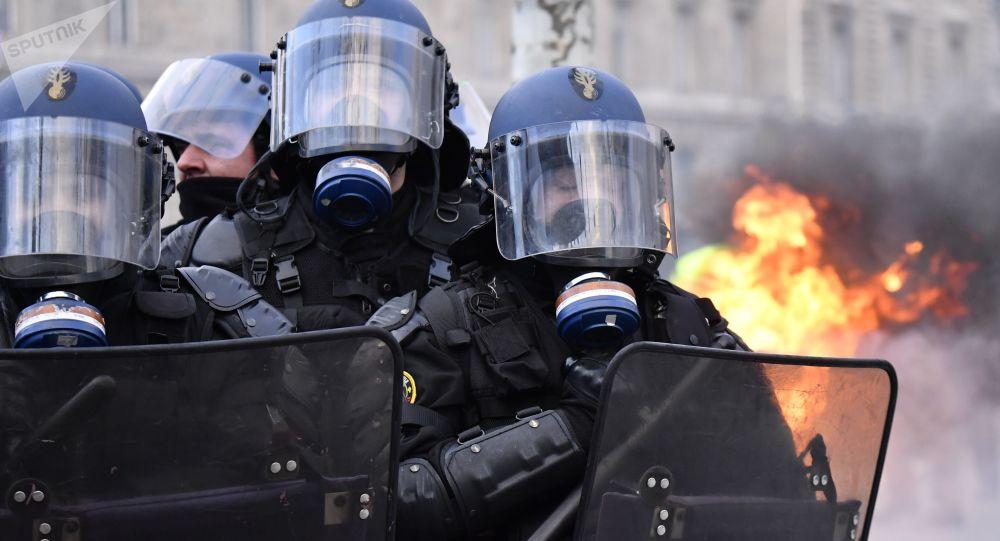 「黃馬甲」抗議活動