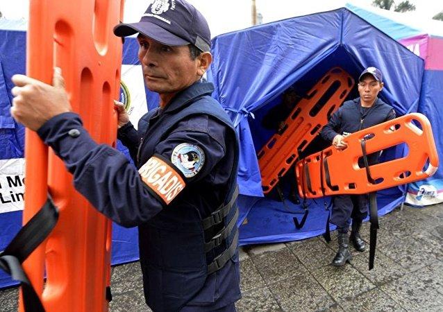 秘鲁救援人员(资料图片)
