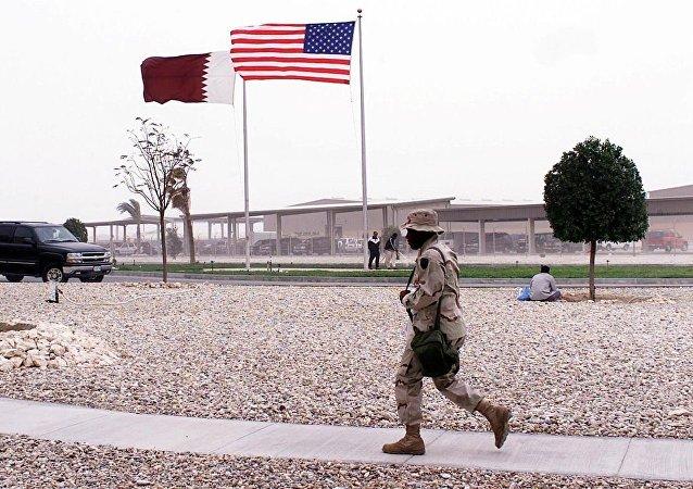 美国国旗和卡塔尔国旗