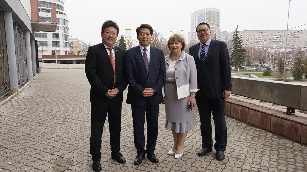 中國駐俄大使李輝與中俄人文合作發展中心尹斌合影