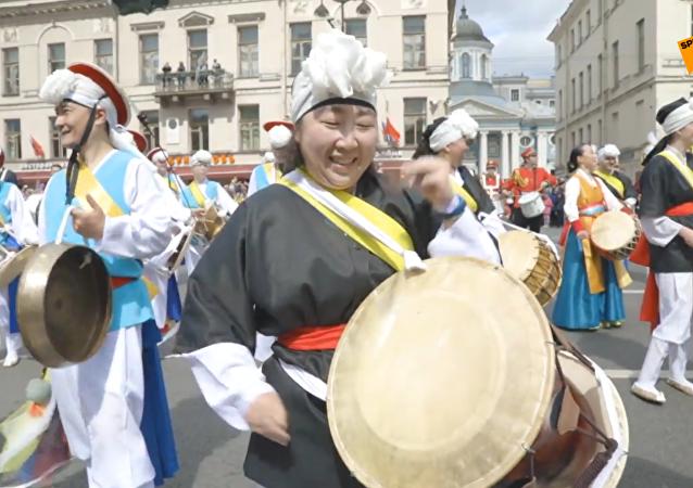 聖彼得堡數千鼓手創造漸強打鼓紀錄