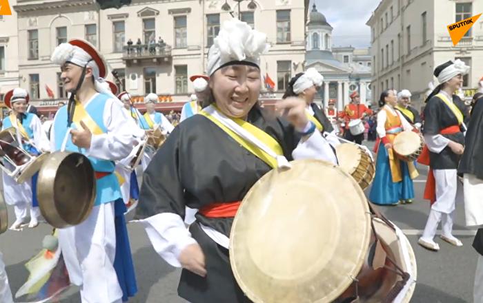 圣彼得堡数千鼓手创造渐强打鼓纪录