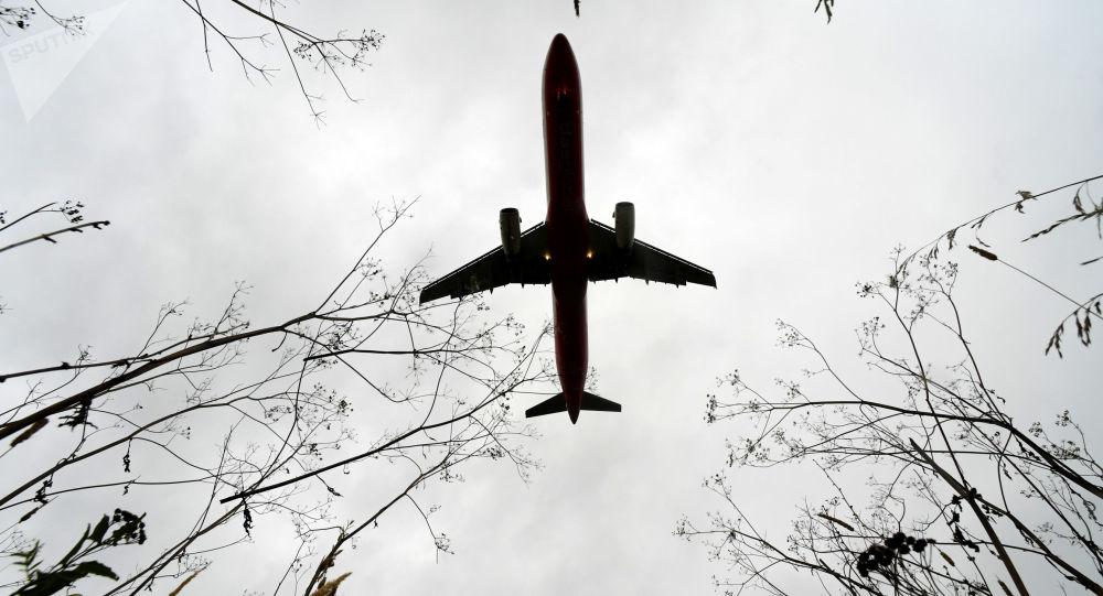 莫斯科飞往安塔利亚的航班因异物进入发动机返航