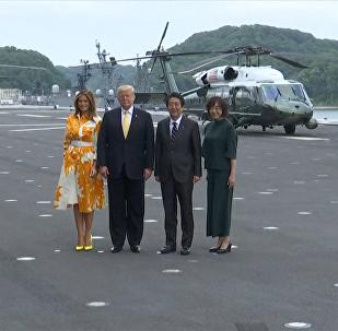 """特朗普和安倍参观日本""""加贺""""号直升机母舰"""