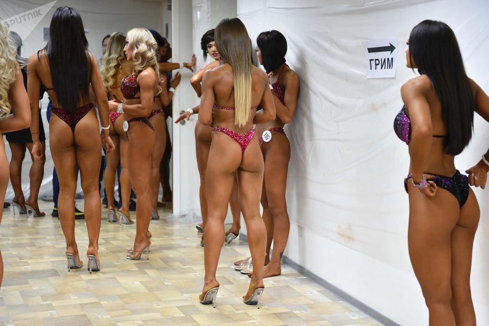 在哈萨克斯坦首都努尔-苏丹亚洲健美锦标赛上的参赛者