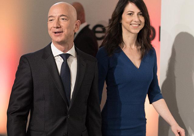 貝佐斯正式與妻離婚 分走4%亞馬遜股票
