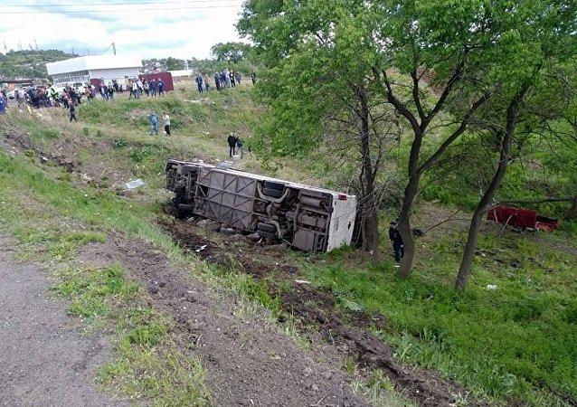俄滨海边疆区逮捕大巴翻车事故涉事司机
