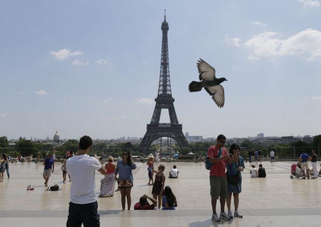 旅客在巴黎