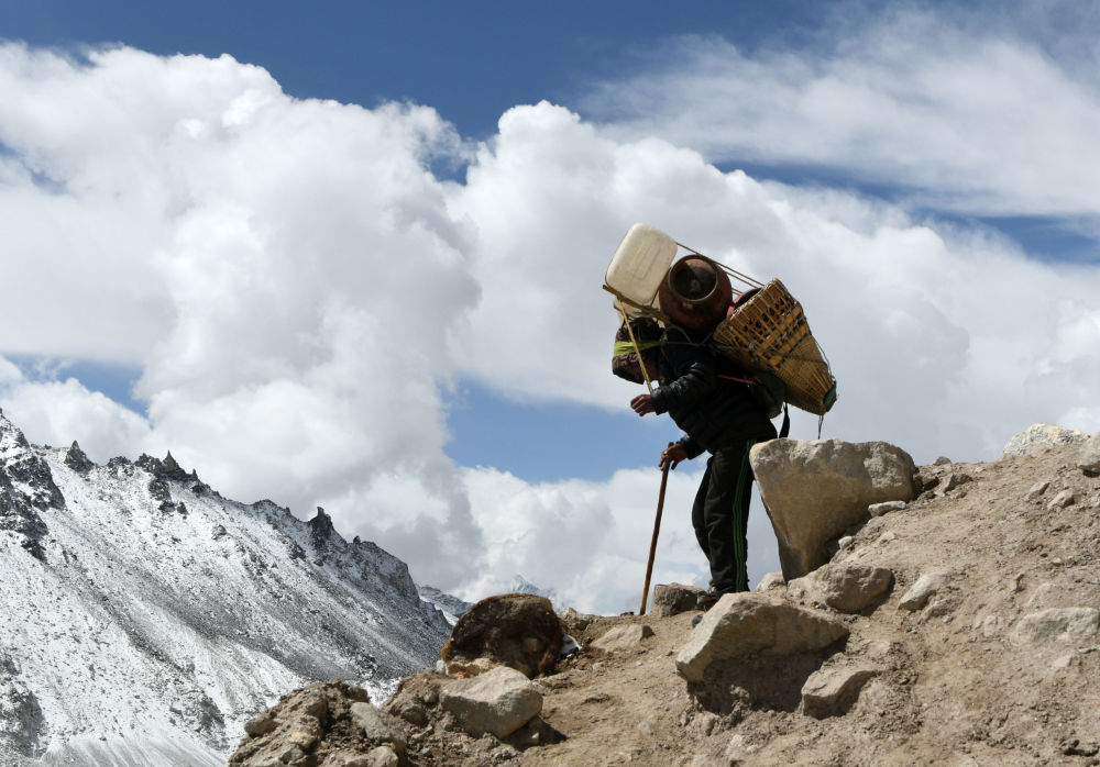 珠穆朗玛峰:用生命去征服