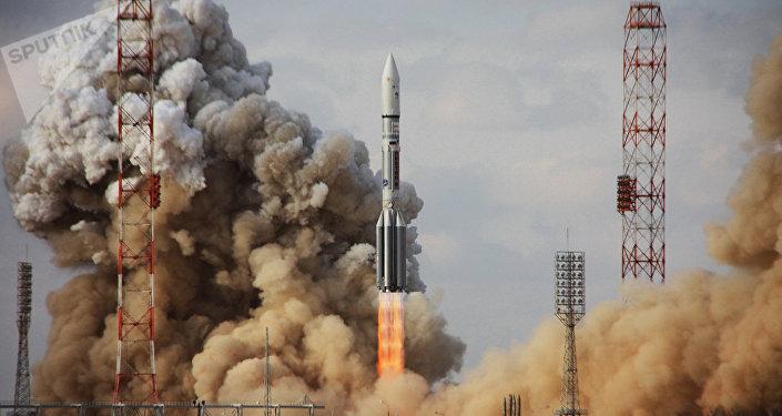 """运营商:从拜科努尔发射的""""亚马尔""""卫星被成功送入轨道"""