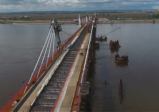 阿穆尔河大桥合龙