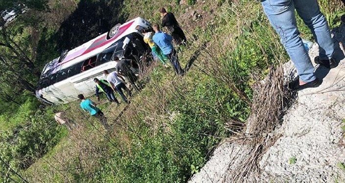 俄內務部:濱海邊疆區載有中國遊客的旅遊大巴側翻