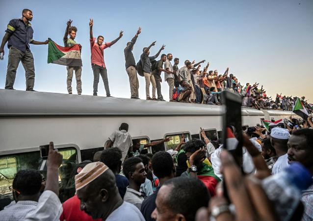 苏丹反对派呼吁举行全体国民不服从行动