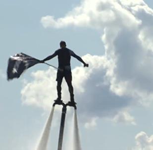 水上飞板爱好者尝试在伏尔加河打破吉尼斯世界纪录