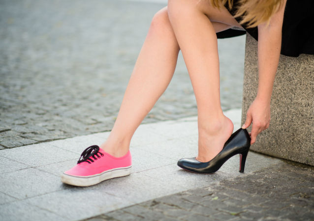日本厚生勞動大臣稱工作中穿高跟鞋是必要的