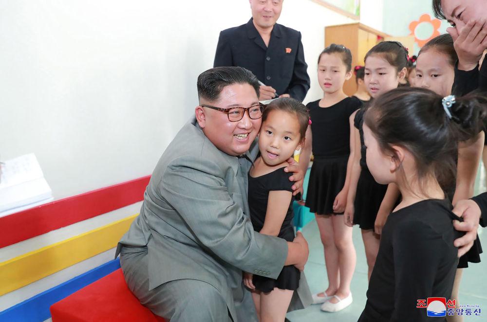 朝鲜领导人金正恩在慈江道视察学生少年宫