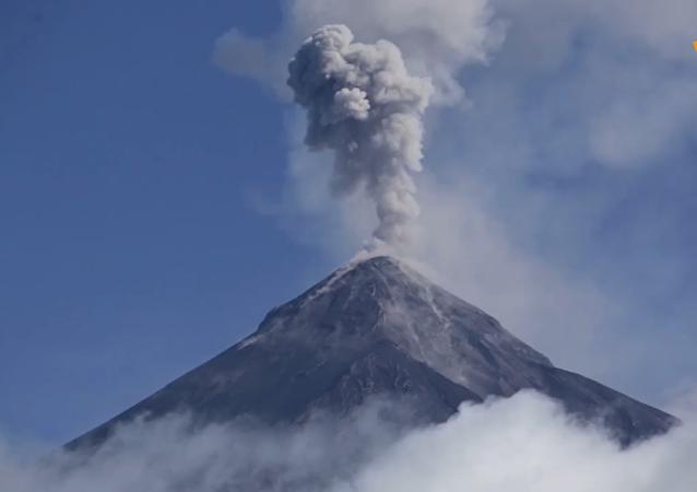 危地馬拉火山噴發一週年