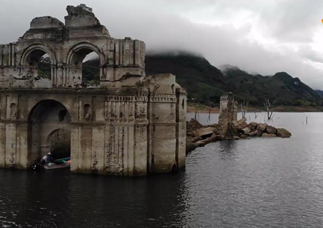 水退后重现的墨西哥修道院