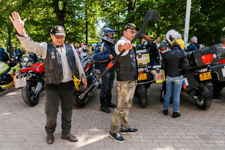 每位参与者参加摩托车越障赛的理由不尽相同,对中国的爱将他们联系在一起。