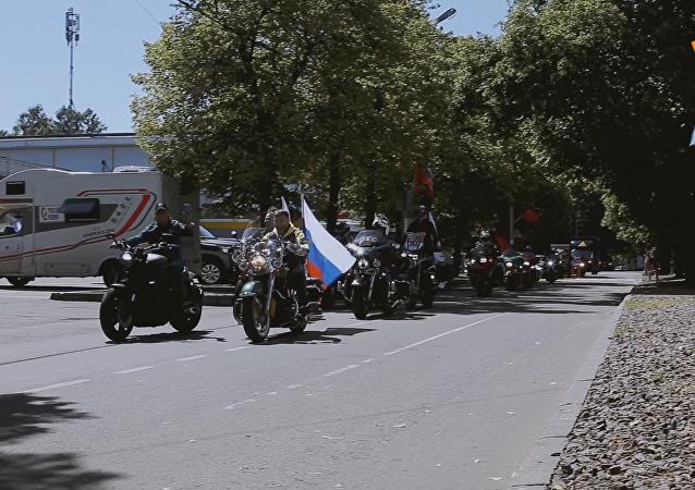 """""""友谊之路""""摩托车拉力赛参赛者抵达莫斯科"""
