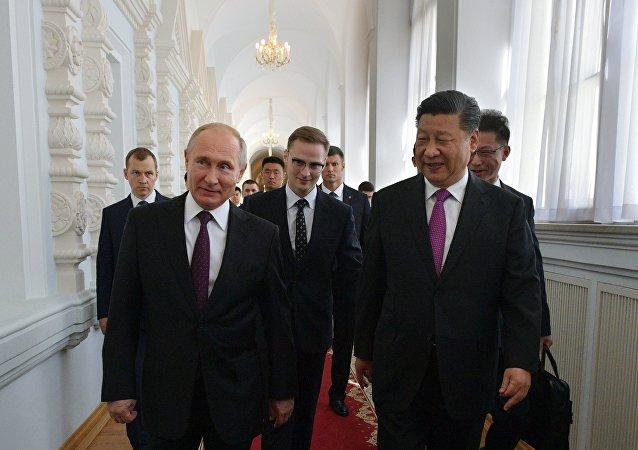 俄羅斯總統普京(左)和中國國家主席習近平(右)