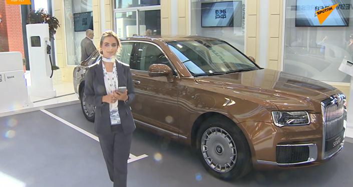 金色Aurus Senat豪车亮相圣彼得堡经济论坛