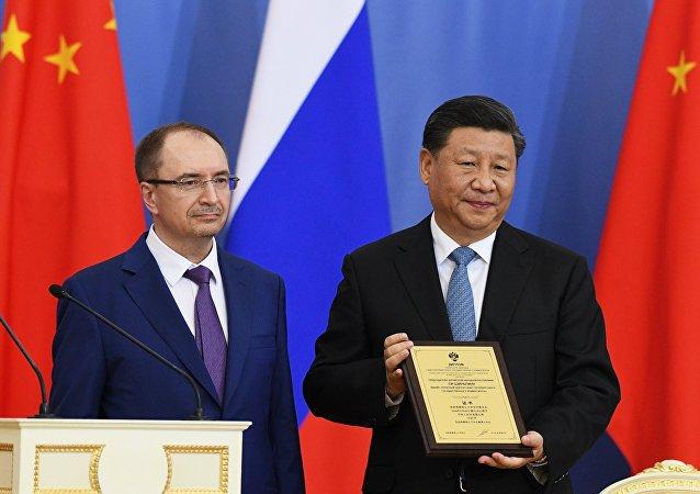 中国国家主席被授予圣彼得堡国立大学名誉博士学位