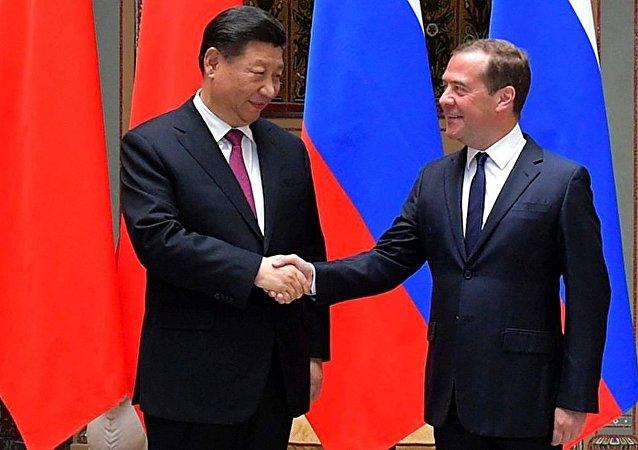 國家主席習近平在莫斯科會見俄羅斯總理梅德韋傑夫