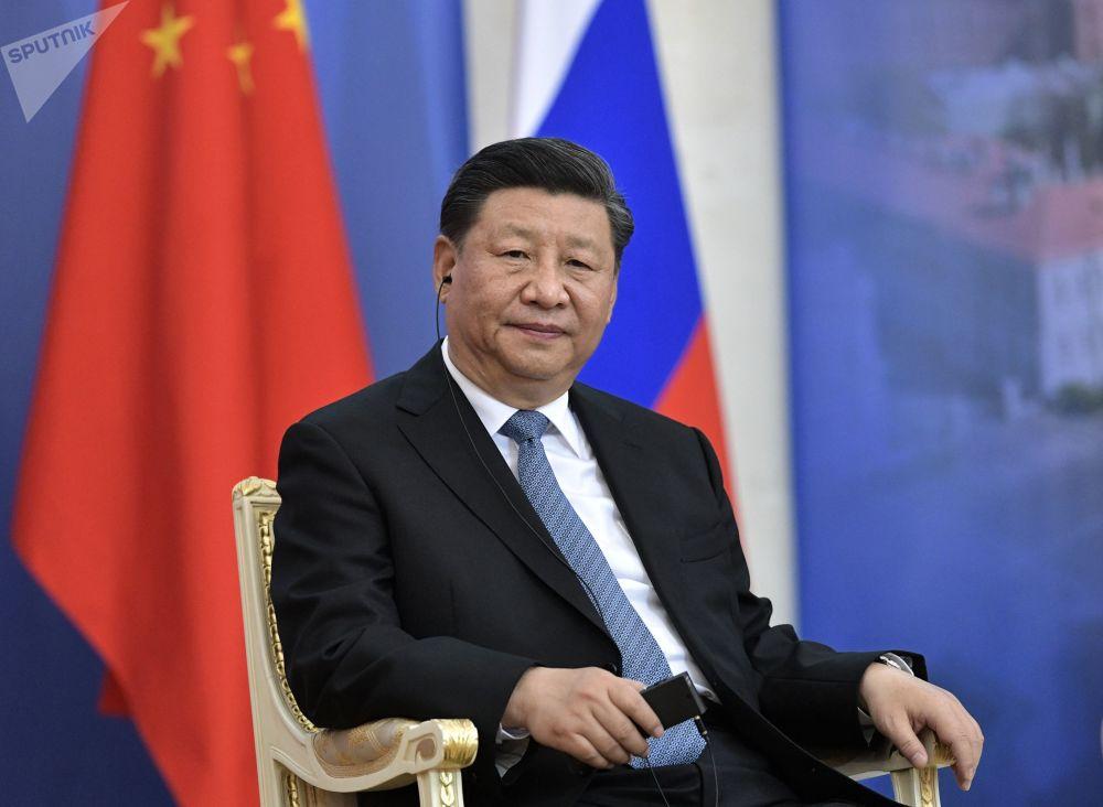 中华人民共和国主席习近平在圣彼得堡国立大学授予其名誉博士学位的仪式上