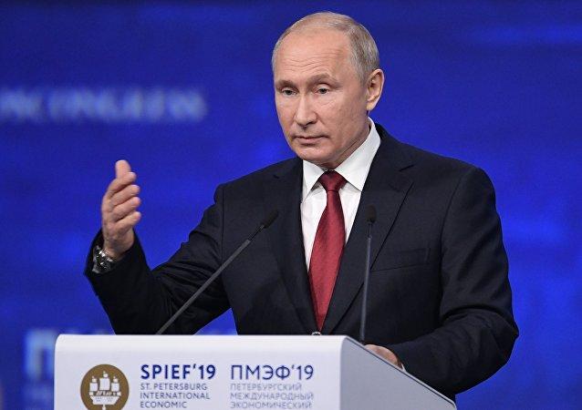 普京:必须重新思考美元的作用 全球对其的信任度正在降低