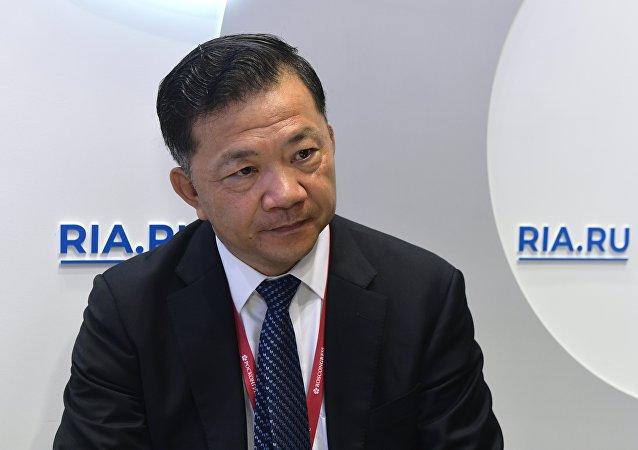 Генеральный директор Медиакорпорации Китая Шэнь Хайсюн во время интервью на стенде МИА Россия сегодня в конгрессно-выставочном центре Экспофорум на Петербургском международном экономическом форуме (ПМЭФ-2019).