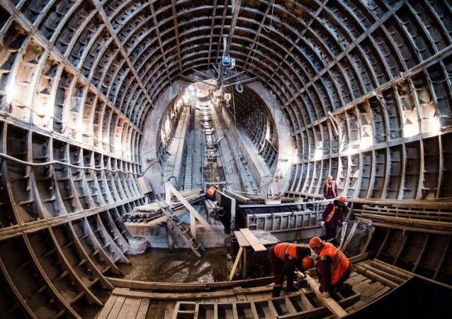 中鐵建副總裁:中國專家在莫斯科地鐵隧道掘進中創下俄羅斯速度記錄