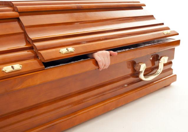 菲律宾女孩在自己的葬礼上苏醒