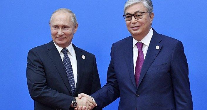 普京通过电话祝贺托卡耶夫当选哈萨克斯坦总统