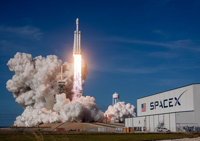 Запуск ракеты-носителя Falcon Heavy американской компании SpaceX