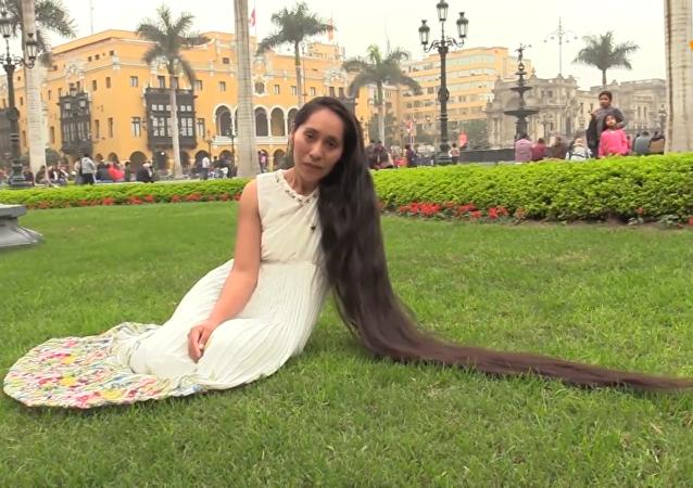 """秘鲁""""长发公主""""梦想打破吉尼斯世界纪录"""