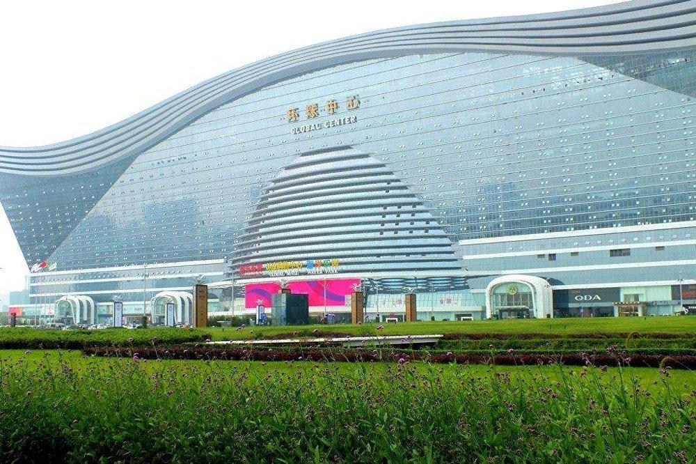 成都新世纪环球中心是全世界最大的建筑,面积达170万平方米。