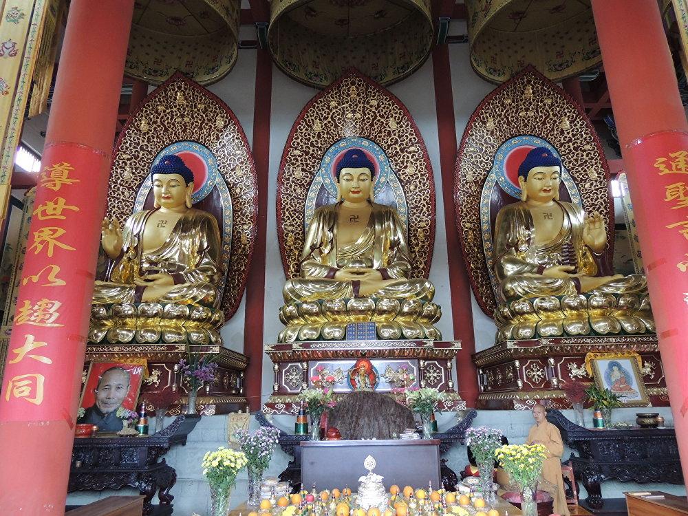四川有许多开放的佛教庙宇。