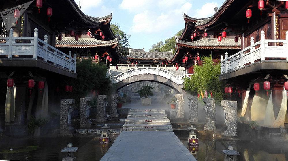 阆中温泉增添了魅力。