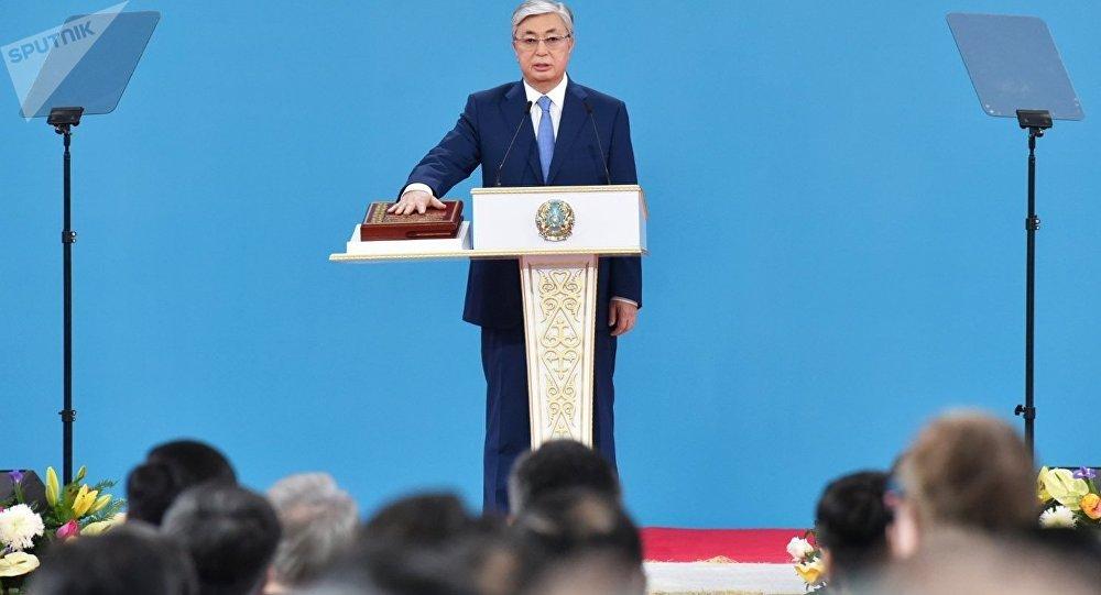 托卡耶夫宣誓就任哈萨克斯坦总统