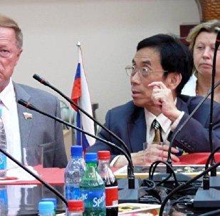 薛范的呼吁:中俄应将歌曲译配作为一个文化工程来推进