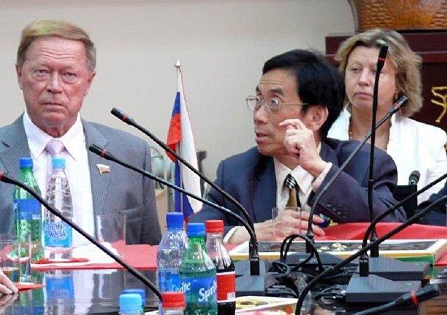 薛範的呼籲:中俄應將歌曲譯配作為一個文化工程來推進