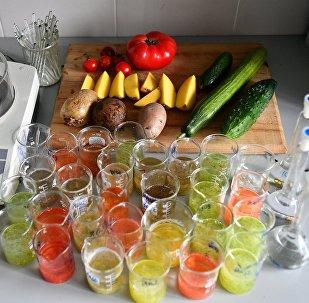 必威体育消费监督局实验室对蔬菜食品进行检查