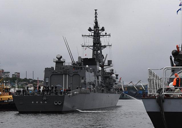 俄日海军在符拉迪沃斯托克为联合演习进行准备