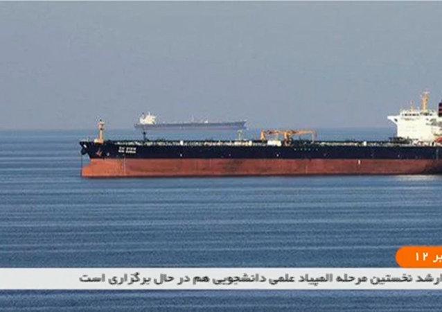 媒体:Front Altair号油轮在阿曼湾沉没