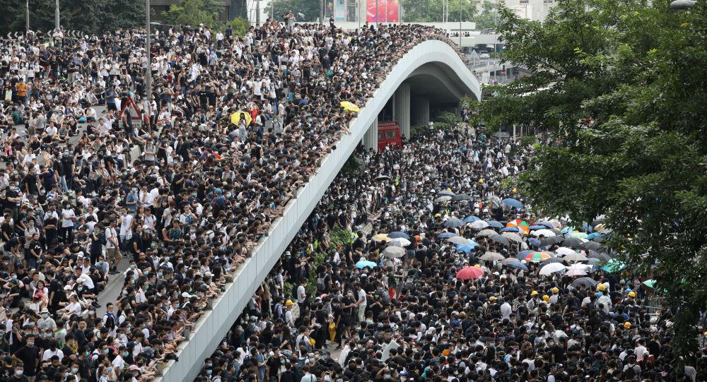 香港警方逮捕11名示威者