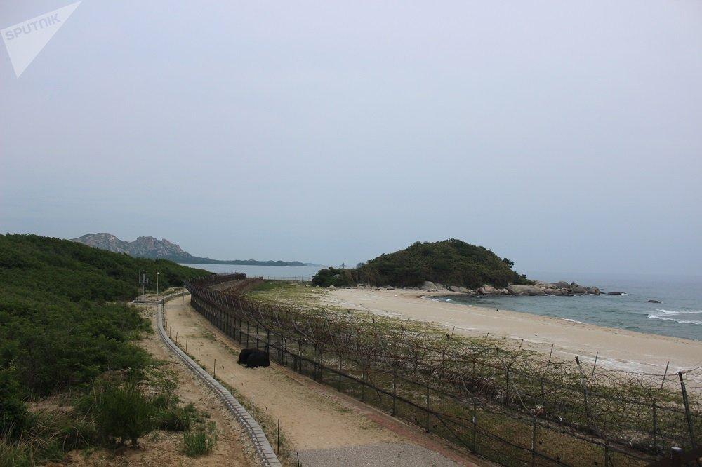 轉彎處後面是韓國軍人駐地最北端的出口。