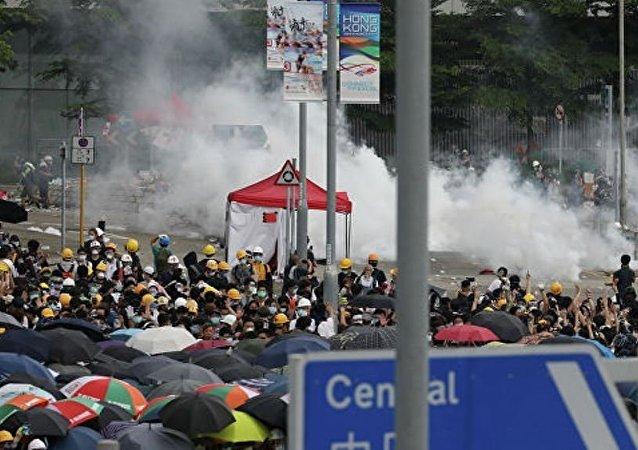 香港政府暫停審議引渡法修正案