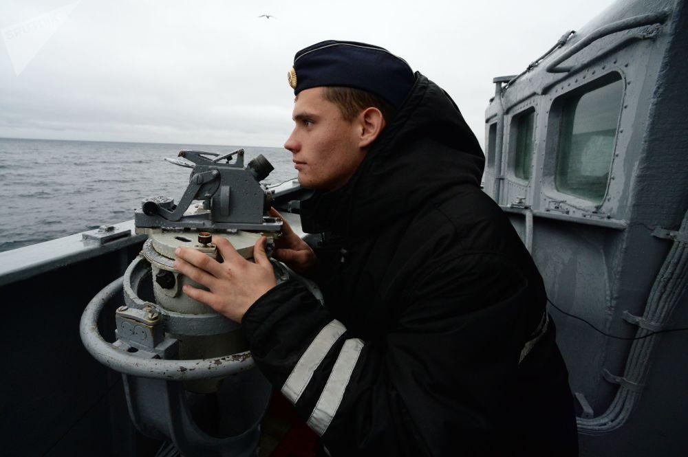 """俄罗斯海员在""""Sareks-2019""""海上搜救演习中"""